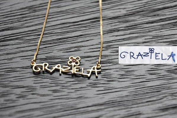 Marca transforma nomes escritos por crianças em joias