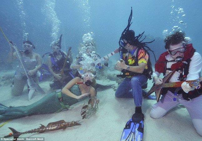 Conheça o festival de música  que acontece debaixo d'água