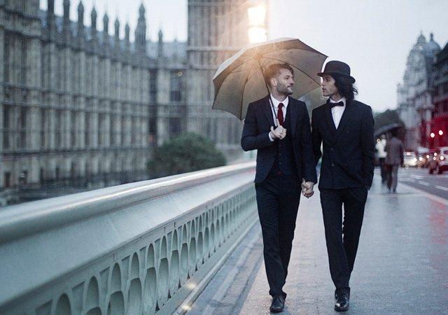 Pra mostrar que todo tipo de amor tem que ser valorizado, fotógrafo cria bela série com casais gays pelo mundo
