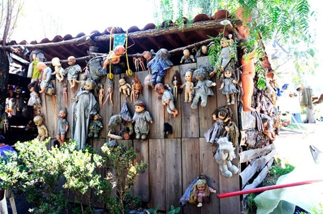 Mexicos-Haunted-Island-Of-The-Dolls-Is-Terrifying-10