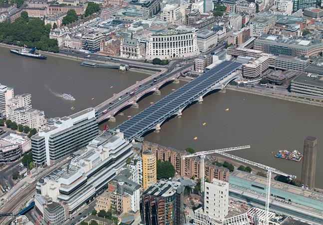 Conheça a maior ponte solar do mundo que evita a emissão de 511 toneladas de dióxido de carbono por ano
