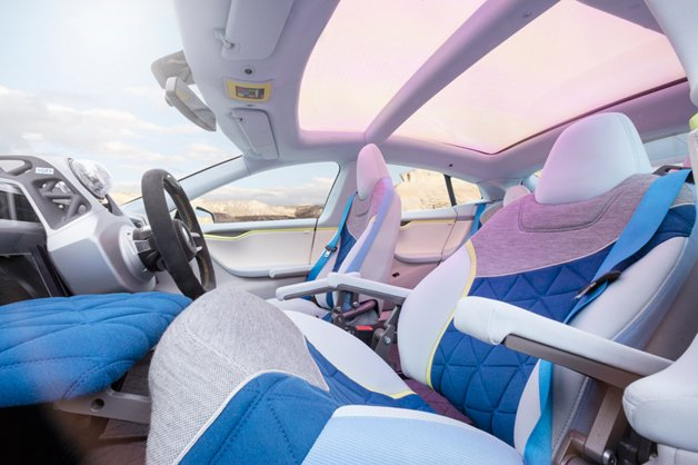 rinspeed-XchangE-autonomous-electric-car-is-a-living-room-on-wheels09