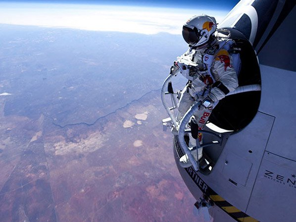 O salto de paraquedas mais alto do mundo foi filmado com uma GoPro e as imagens são absolutamente hipnotizantes