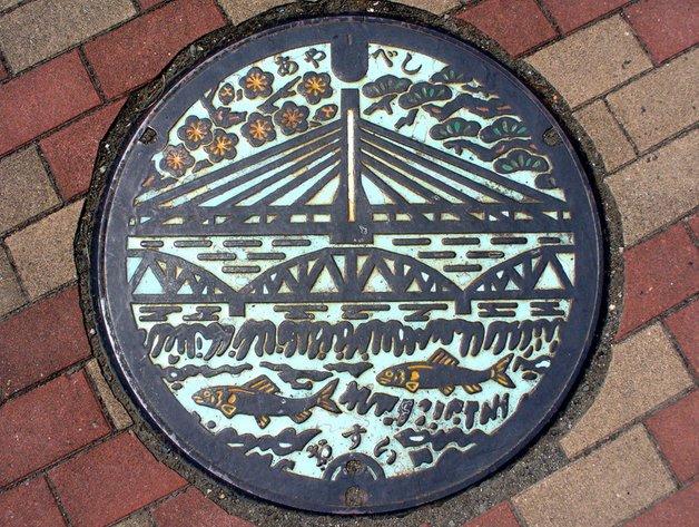Japanese-manhole-cover-art-18