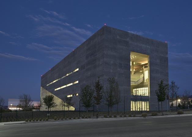 dezeen_Centro-Roberto-Garza-Sada-de-Arte-Arquitectura-y-Diseño-by-Tadao-Ando_ss_2
