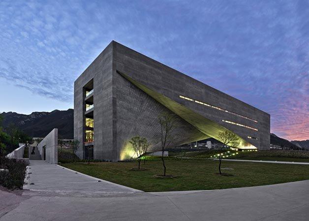 dezeen_Centro-Roberto-Garza-Sada-de-Arte-Arquitectura-y-Diseño-by-Tadao-Ando_ss_3