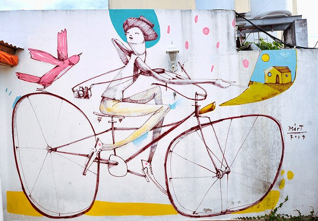 Artista cria grafites surreais de personagens e suas bikes