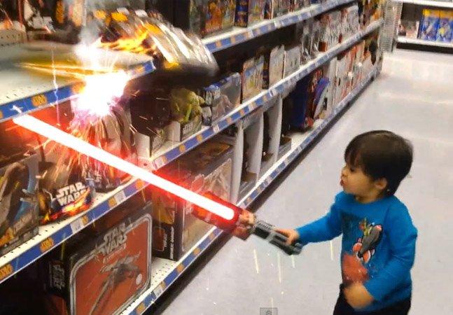 Pai criativo transforma filho em super-herói em incríveis aventuras