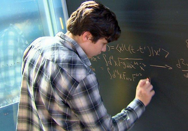 Disseram que ele nunca seria capaz de ler nem amarrar os sapatos. Hoje descobriram que ele tem o QI mais alto do que Einstein.