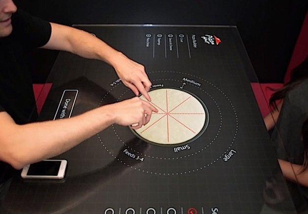 Que tal montar sua pizza numa mesa interativa? Em breve será possível!