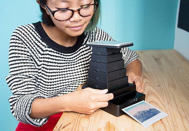Gadget transforma fotos do celular em polaroids de uma forma que parece ser impossível