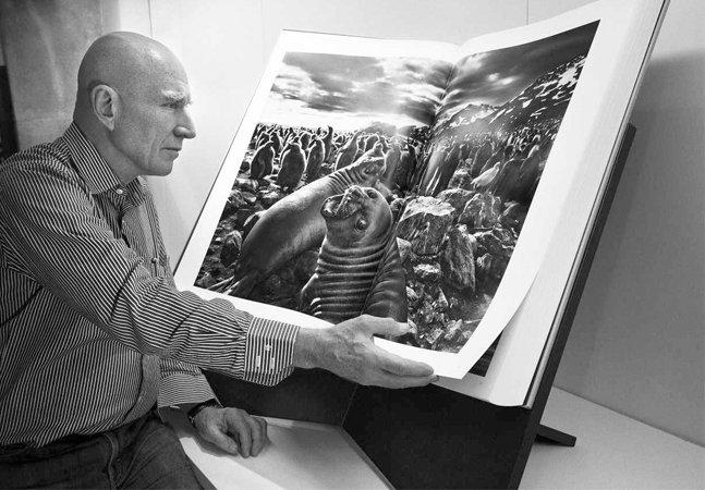 Conceituado fotógrafo Sebastião Salgado mostra que o melhor trabalho dele passou longe da fotografia