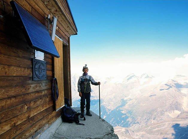 solvay-hut-matterhorn-solvayhutte-cabin-on-mountain-above-clouds-switzerland-1