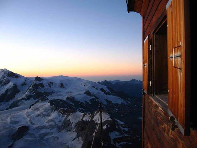 solvay-hut-matterhorn-solvayhutte-cabin-on-mountain-above-clouds-switzerland-5