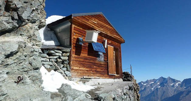 solvay-hut-matterhorn-solvayhutte-cabin-on-mountain-above-clouds-switzerland-7