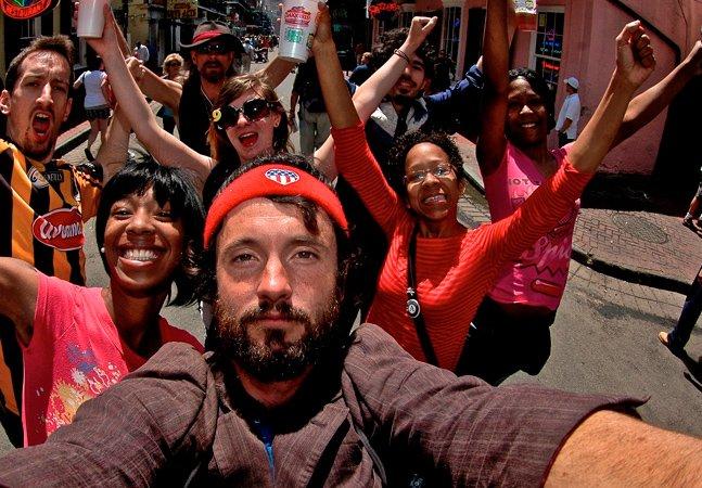 Depois de viajar por mais de 8 mil km, homem cria vídeo com os quase mil amigos que fez pelo caminho