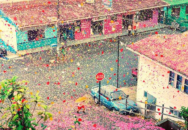 Vulcão expele 8 milhões de pétalas de flores e cobre uma vila inteira na Costa Rica
