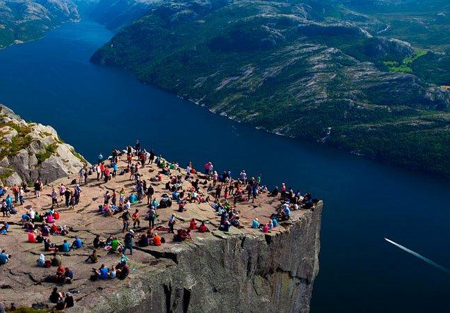 No topo do mundo: o penhasco mais deslumbrante (e assustador!) da Noruega