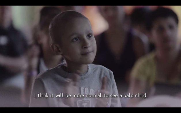 Personagens ficam carecas pelas crianças com câncer