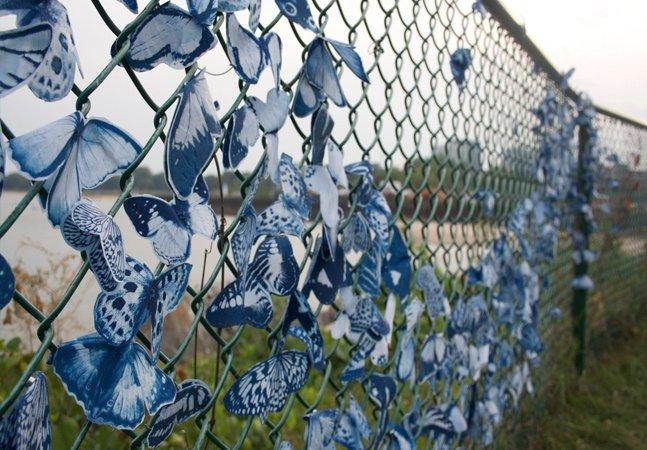 Artista desafia pessoas de vários países a colorir o mundo com 4 mil borboletas azuis