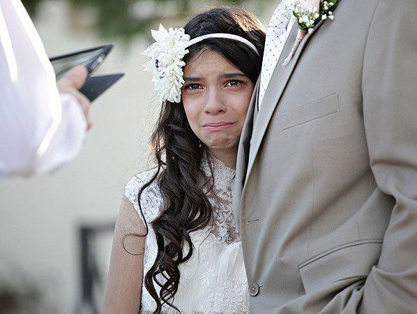 Pai leva filha de 11 anos para o altar. O motivo vai partir seu coração.