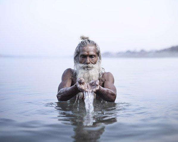 """Belo documentário mostra os bastidores da vida dos """"homens santos"""" na Índia"""