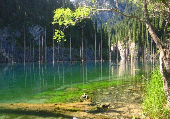 Você não vai acreditar no que existe nas profundezas desse lago
