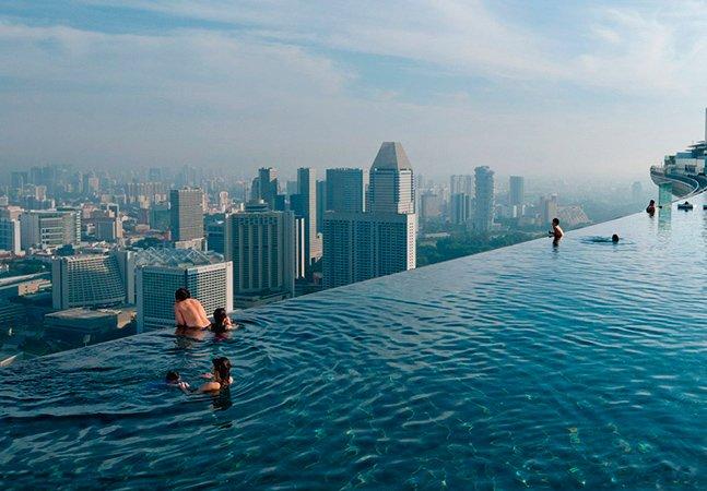 Conheça a maior piscina infinita do mundo que fica no 57º andar de um prédio