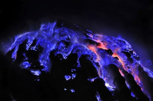 Glowing-Blue-Liquid-Volcano-2-600x398