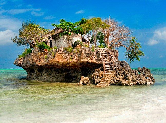Conheça o pitoresco restaurante que fica em cima de uma rocha no meio do mar