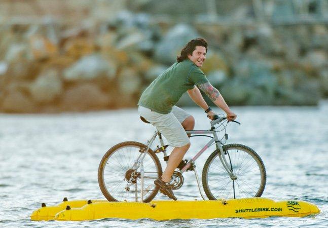 Inventor cria bicicleta capaz de andar sobre a água