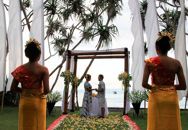 Casal brasileiro se casa em 3 países e vive lua de mel de 4 meses