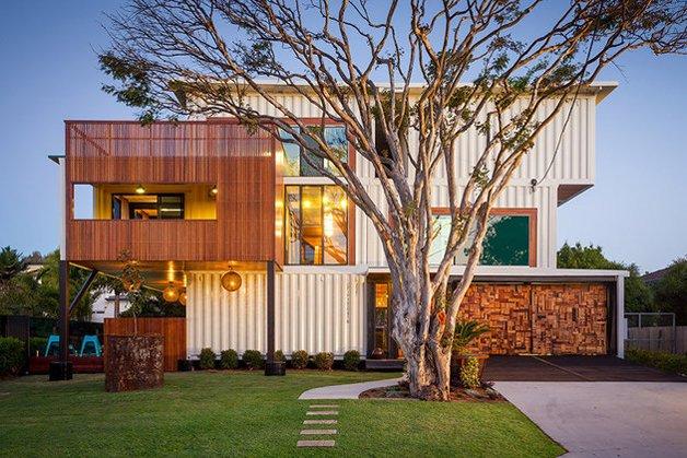 Casa construída com contêineres
