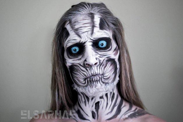 Elsa Rhae se transforma em personagens usando maquiagem