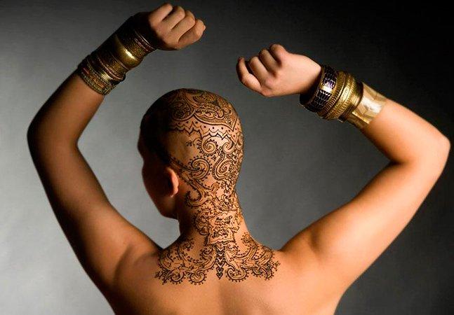 Mulheres ganham elegantes tatuagens de henna para melhorar a auto-estima durante a luta contra o câncer