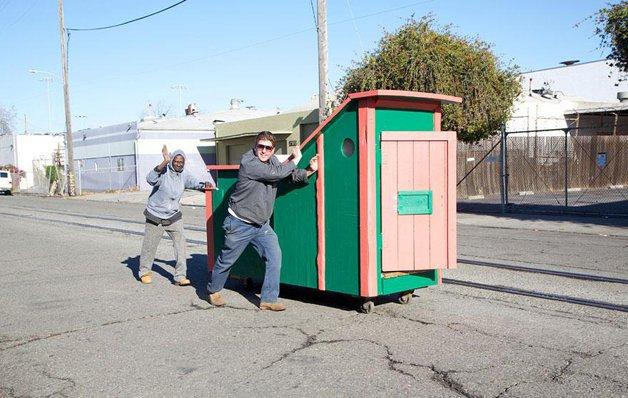 homeless-homes09Casas são construídas com lixo