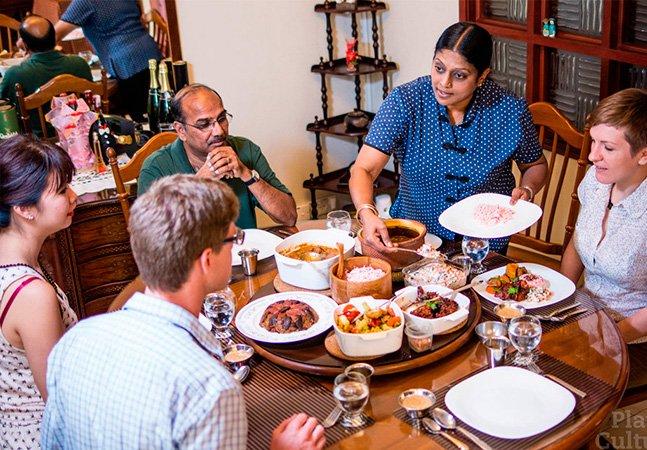 Site une locais que gostam de cozinhar com turistas que querem conhecer a cultura e gastronomia dos lugares