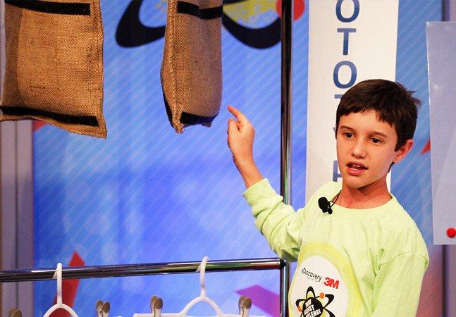 Como um menino de 11 anos ganhou prêmio de US$ 25 mil graças a uma invenção contra as enchentes