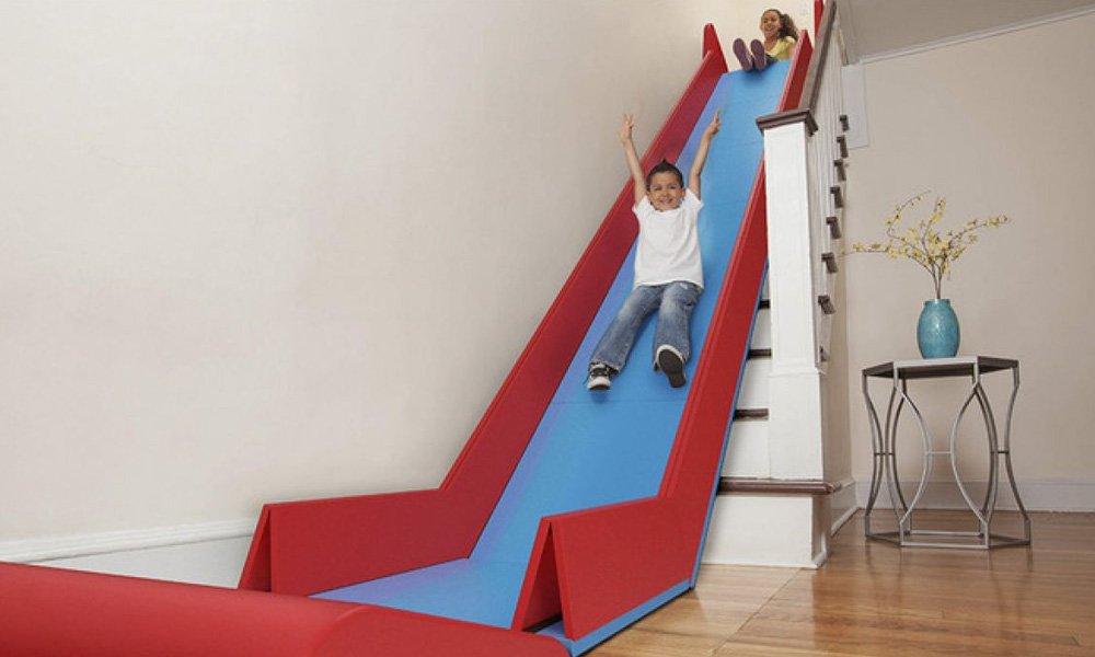 Para que escada quando você pode ter um escorregador em casa?