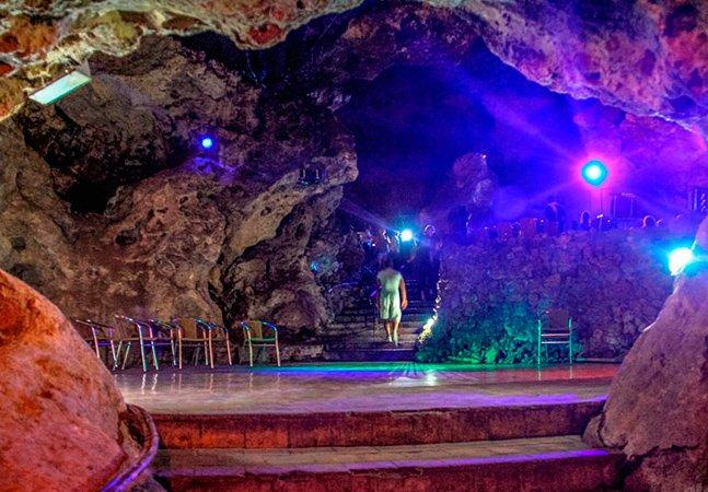 Conheça a balada que fica dentro de uma caverna