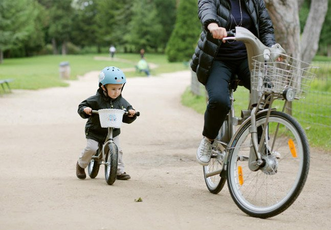 Paris apresenta o primeiro sistema de compartilhamento de bikes para crianças