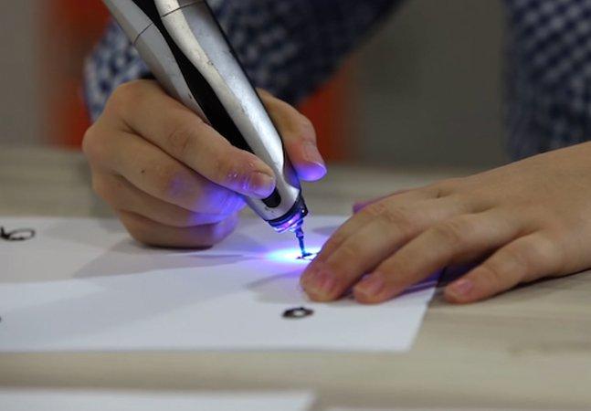 Caneta inovadora imprime em 3D usando raios ultravioletas
