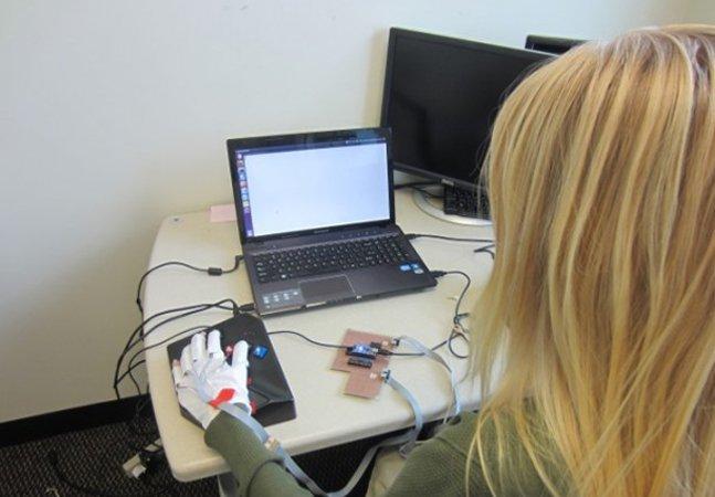 Luvas inovadoras podem ensinar a ler braile em 45 minutos