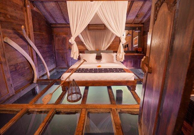 Conheça o quarto de hotel que te permite ver peixes debaixo de seus pés