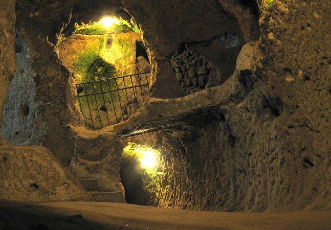 Conheça a cidade subterrânea na Turquia onde já viveram mais de 20 mil pessoas