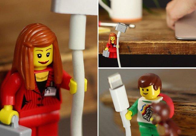 Alguém percebeu que as mãos dos  bonecos de LEGO são ótimos suportes para cabos (e a moda pegou)