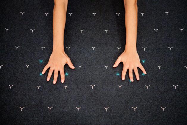 Tapete Tera ensina movimentos do Yoga