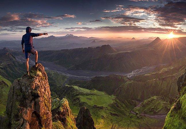 Fotógrafo sobe ao topo de montanhas pelo mundo para clicar imagens de tirar o fôlego