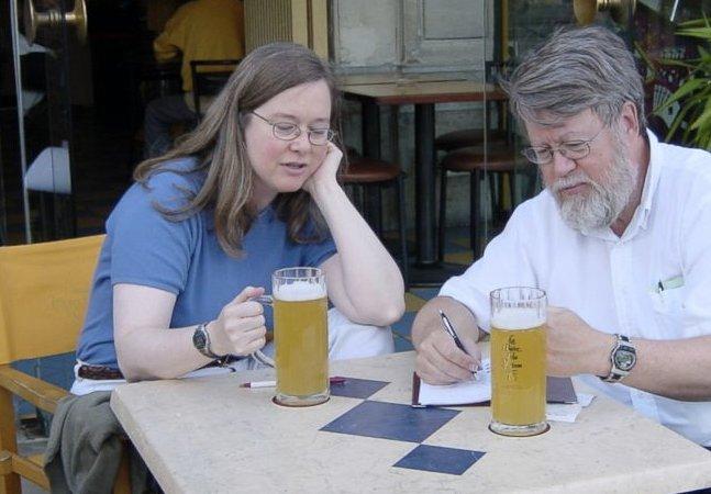 Conheça o casal que experimentou 25 mil cervejas ao longo de 35 anos de casamento