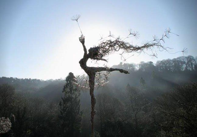 Artista cria fantásticas esculturas de fadas feitas de arame em meio à natureza